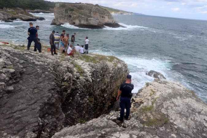 Kandıra'da fotoğraf çektirirken dalgalara kapılan genç kayboldu