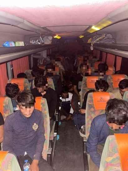 Kocaeli'de bir yolcu otobüsünde 68 kaçak Afgan göçmen yakalandı