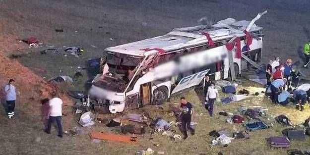 Balıkesir'de otobüs kazasında 12 kişinin cenazesi ailelerine teslim edildi