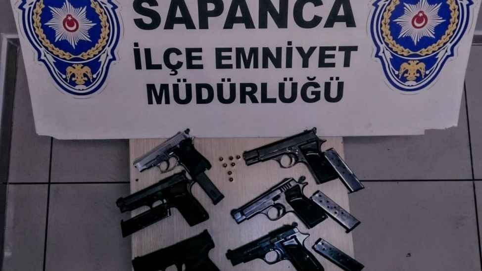 Sapanca'da düğün magandaları silahlarıyla gözaltına alındı