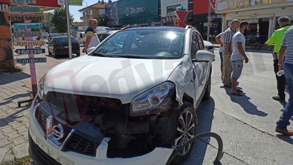 Cadde de motosiklet kazası: 1'i ağır 2 yaralı