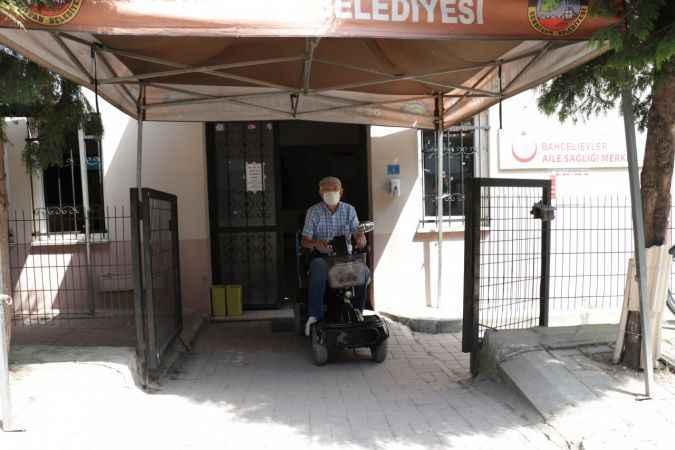 Kovid-19 tedbirlerine uyan 61 yaşındaki engelli, aşı duyarlılığıyla örnek oluyor