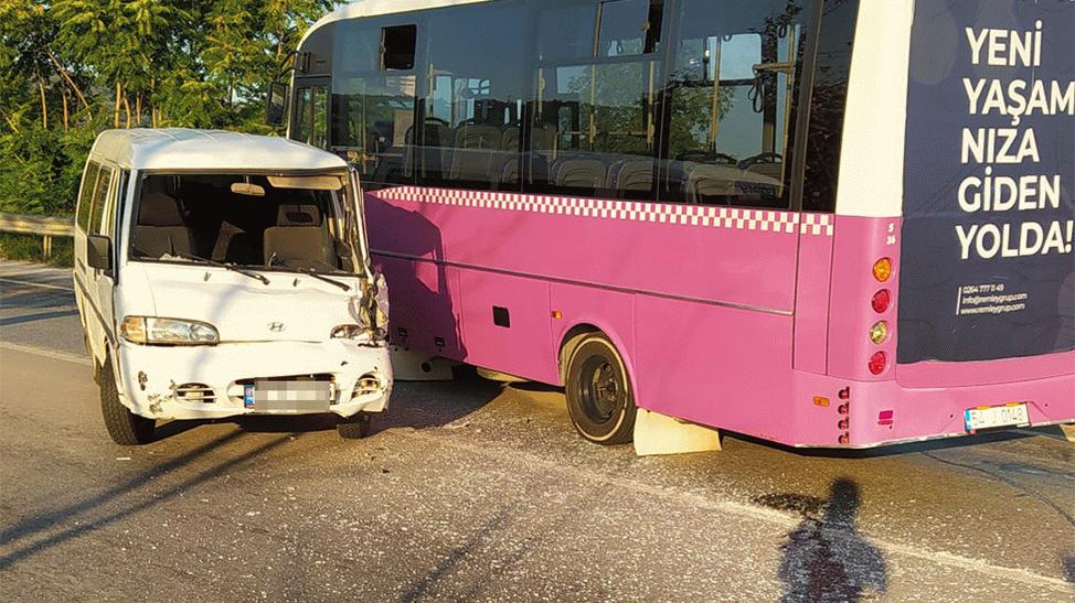 Yolcu otobüsü ile panelvan çarpıştı!