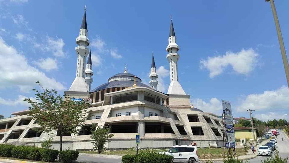 Yıllar yılı kovaladı ve Sakarya'nın en büyük camisinin açılış tarihi belli oldu!
