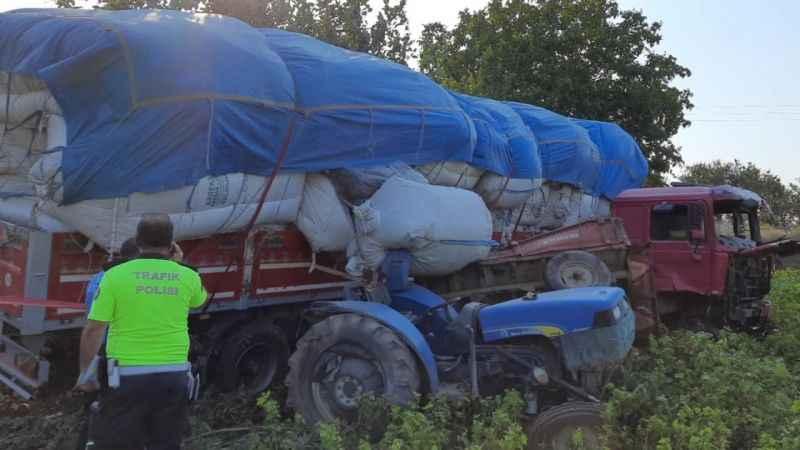 Bursa'da tır ile traktör çarpıştı: 5 yaralı