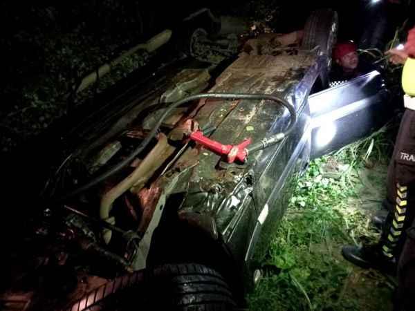 Alkollü olduğu iddia edilen sürücü başka araca çarparak mısır tarlasına uçtu!