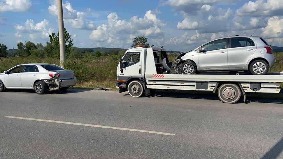 Otomobil önündeki araca çarptı: 2'si çocuk 3 yaralı