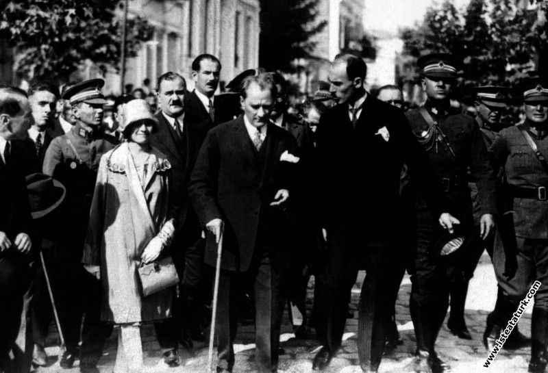 Şah Rıza Pehlevi'nin Atatürk'e hediye ettiği baston açık artırmaya çıkarılıyor!