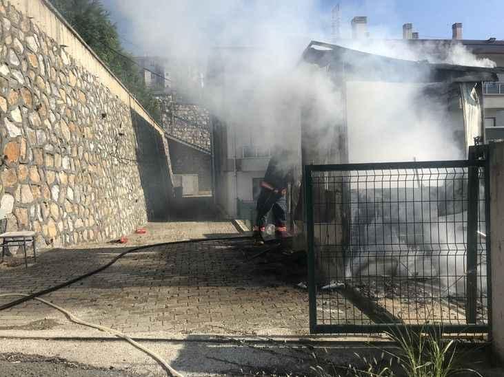 Yurdun güvenlik kulübesini ateşe verdiği iddia edilen şüpheli yakalandı