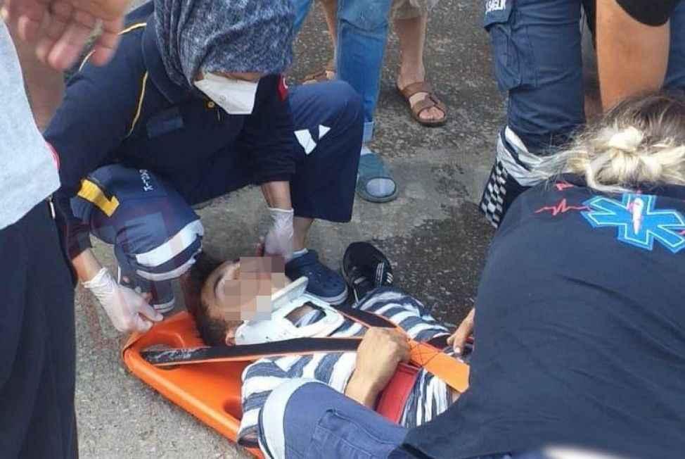 Otomobille çarpışan motosiklet sürücüsü genç hastaneye kaldırıldı