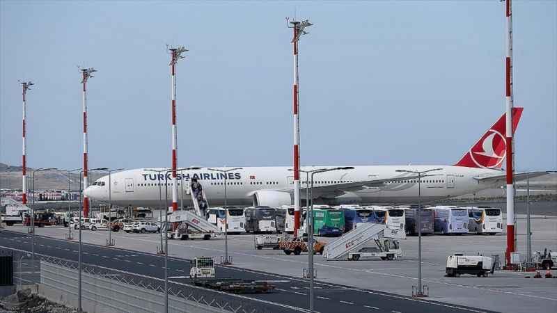 Afganistan'daki Türk vatandaşları THY uçağıyla yurda getirildi