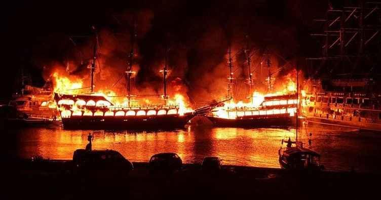 Alanya'da üç tur teknesi alev alev yandı