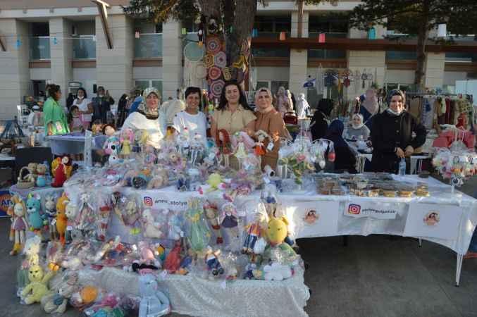 Sakarya'da kadınlar el emeği ürünlerini panayırda satarak aile bütçelerine katkı sağlıyor