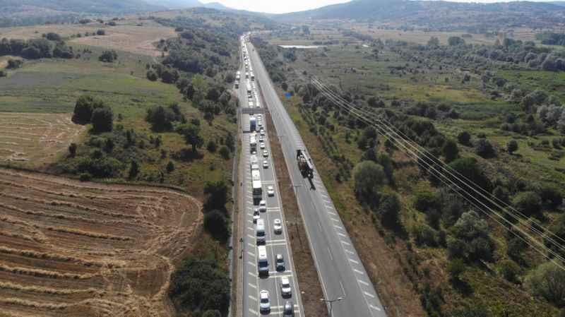 TEM'in Ankara yönü yol çalışması sebebiyle trafiğe kapatıldı