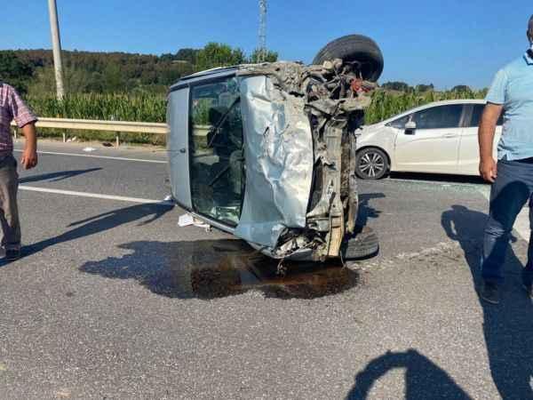 Taklalar atan araç önündeki otomobile çarptı: 3 yaralı