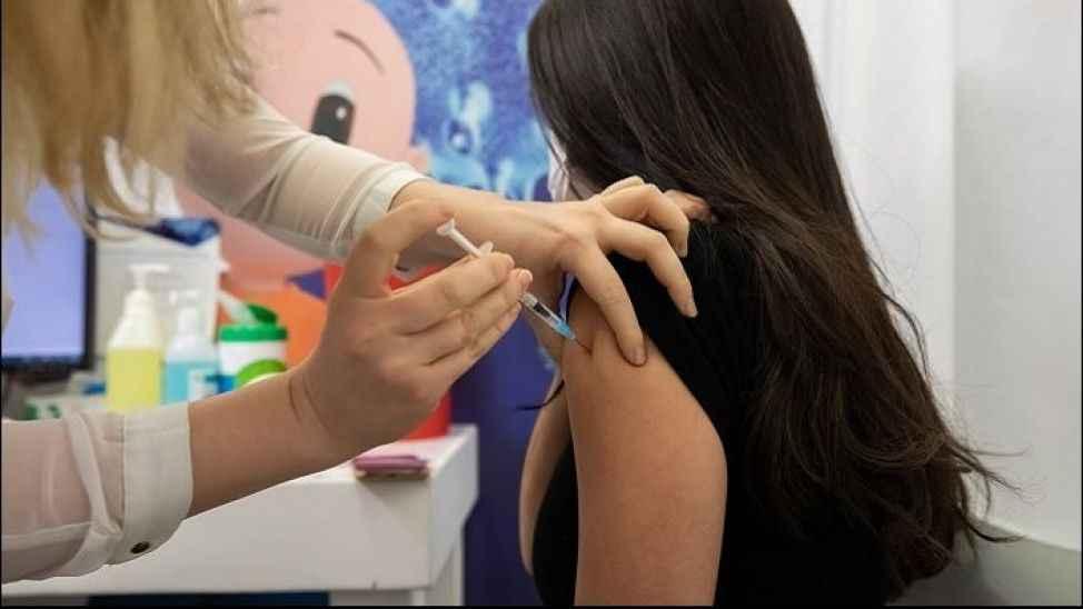 Aşı olmayan üniversitelilerden düzenli test istenecek
