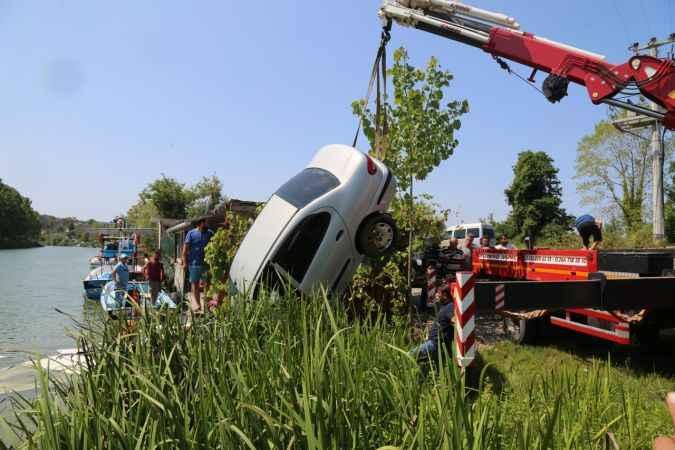 Melen Çayı'na düşen otomobildeki anne ve kızı kurtarıldı