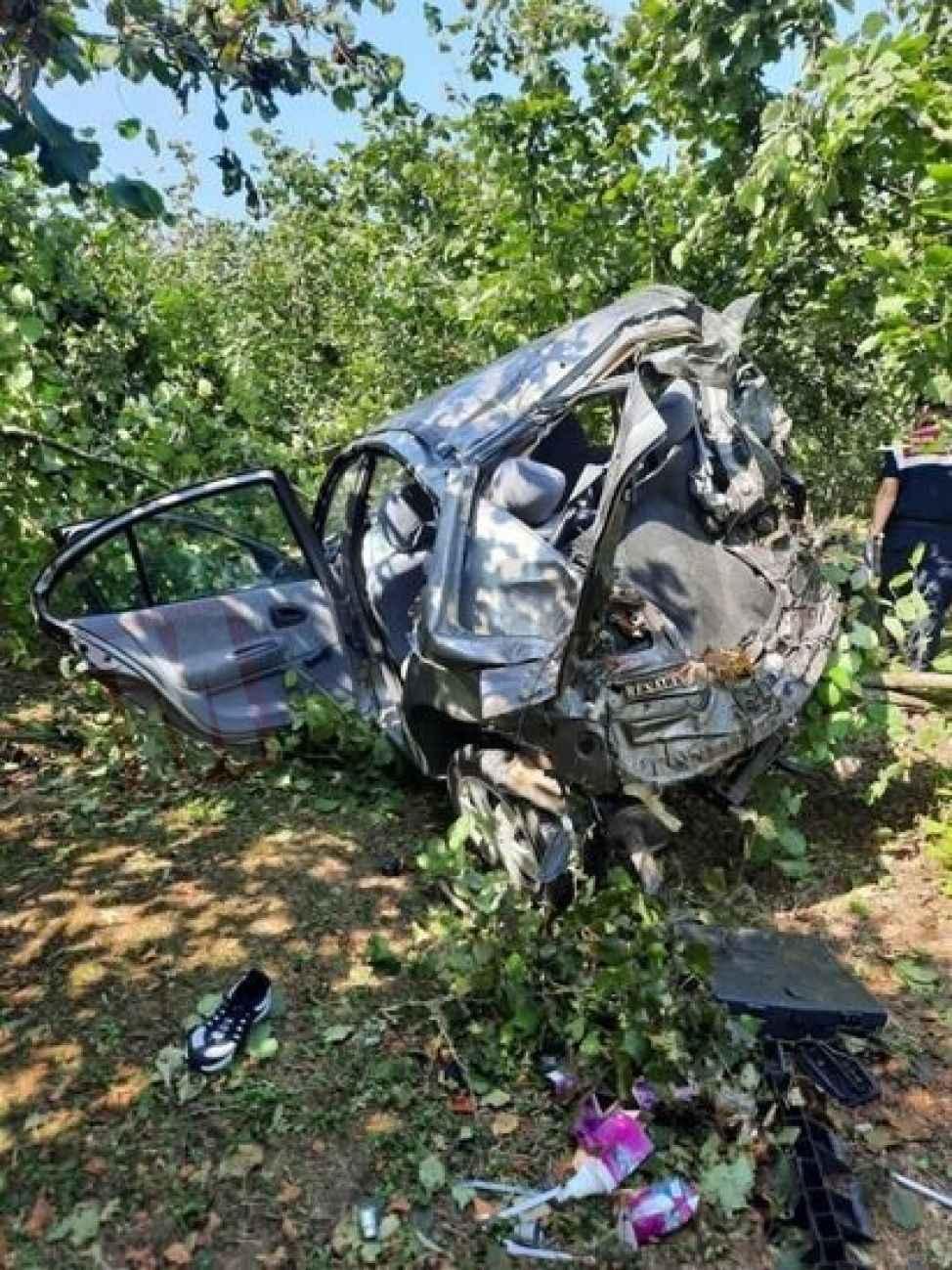 Biri öldü biri ağır yaralı! Fındık bahçesine uçan araçta saatlerce kurtarılmayı beklediler...
