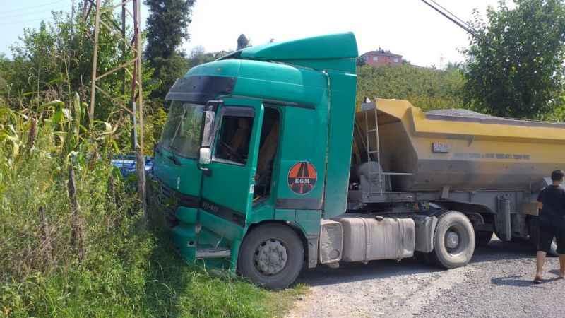 Hafriyat kamyonu ile patpat çarpıştı: 1 yaralı