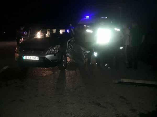 Cip ile hafif ticari araç çarpıştı: 5 yaralı