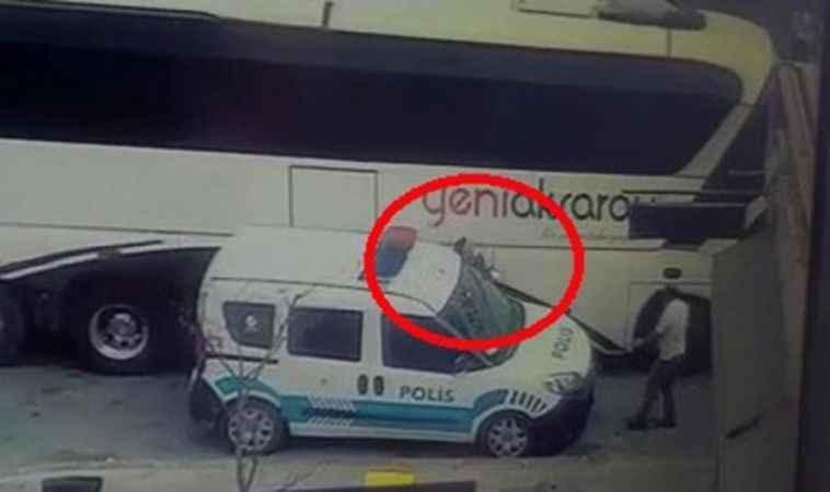 Kocaeli'de bir polis memuru otobüs ile ekip otosu arasında sıkıştı