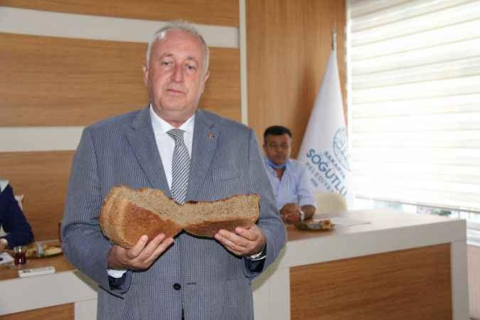 Söğütlü Belediye Başkanı Özten, siyez tohumundan elde edilen ürünleri tanıttı