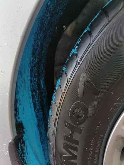 Aracından inince şok oldu... Beyaz aracı maviye boyandı