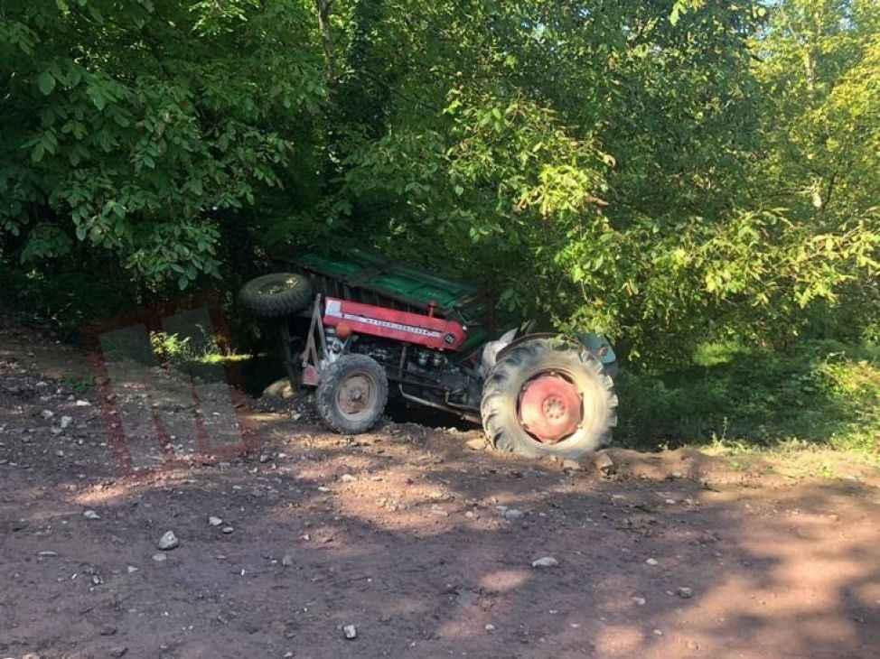 Fındık işçisi taşıyan traktör devrildi: 3 yaralı