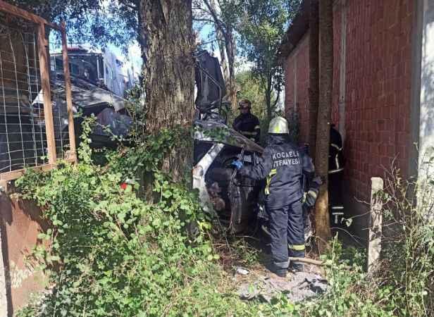 Kandıra'da cenazeye gidenleri taşıyan otomobil ile kamyon çarpıştı: 1 ölü, 3 yaralı