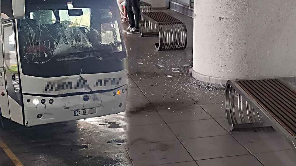 Terminalde faciadan dönüldü, perona yanaşırken freni tutmadı duvara çarptı
