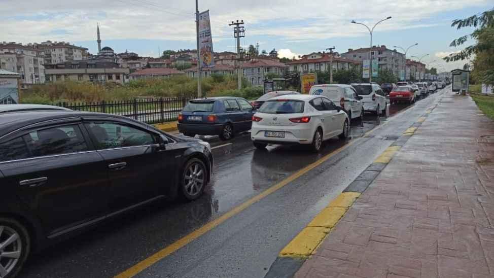 Okullar açıldı, trafik felç oldu!