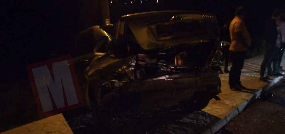 Ehliyetsiz sürücü park halindeki otomobile çarpıp kaçtı: 1 yaralı