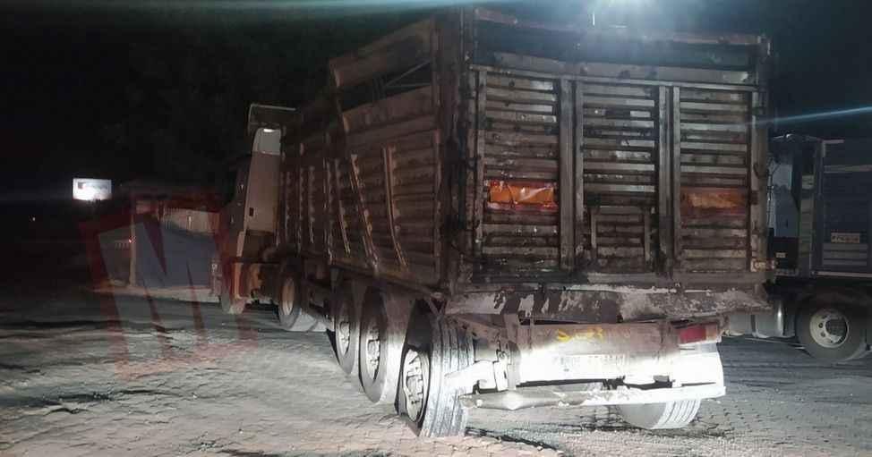 Kamyon TIR'a çarptı… Bu kamyondan sağ çıktı..!