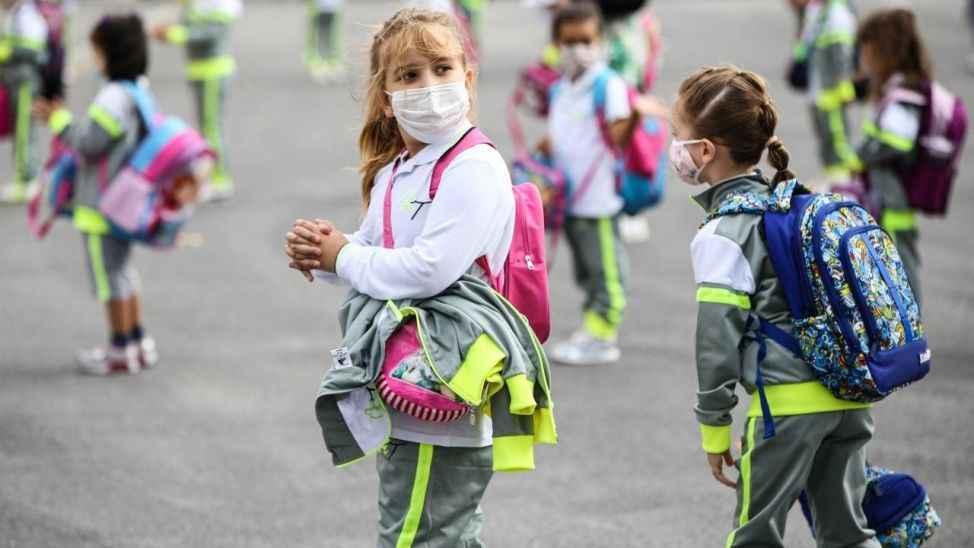 MEB duyurdu: Covid hastası ve temaslısı öğrencilere mazeret izni