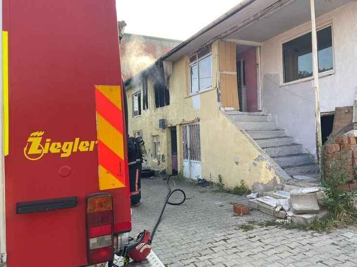 Tek katlı evde çıkan yangın korkuttu!