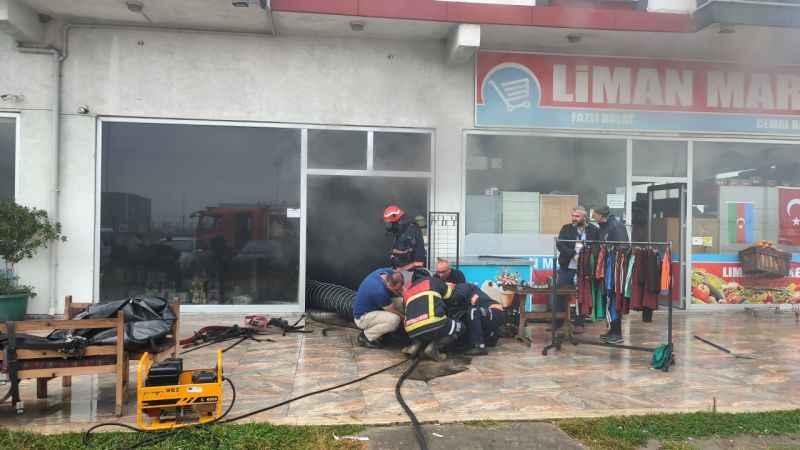 Karasu'da marketin deposunda çıkan yangın söndürüldü