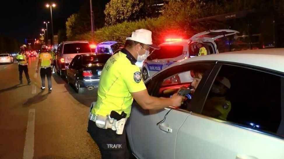 Ehliyetsiz ve alkollü sürücüler polisten kaçamadı.. 3 günde yarım milyon ceza!