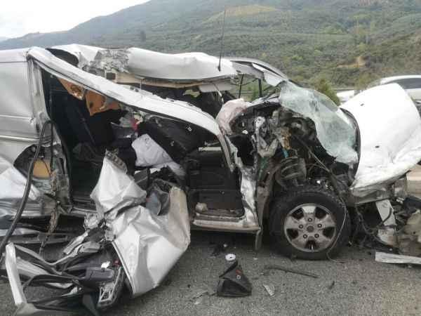 Bursa'da şeker komasına giren sürücü, hurdaya dönen araçtan burnu bile kanamadan çıktı