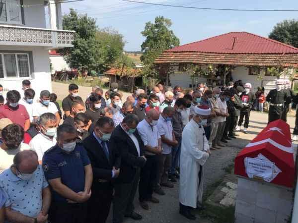 Gaziler Günü'nde vefat eden Kıbrıs gazisi toprağa verildi