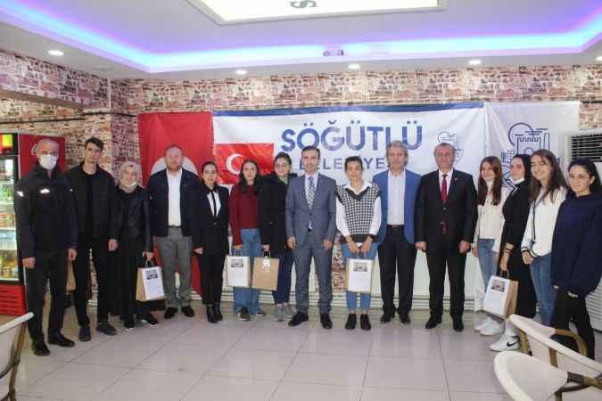 Söğütlü'de üniversiteyi kazanan öğrenciler kahvaltı etkinliğinde buluştu
