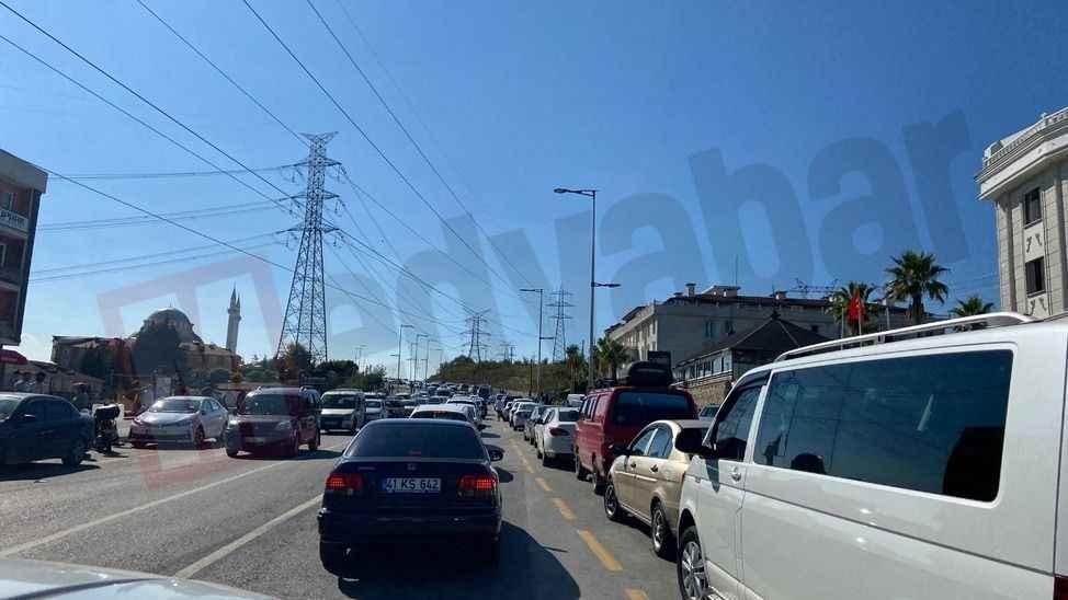 Pandemi nedeniyle hayalete dönen o yolda trafik yoğunluğu tekrar başladı!