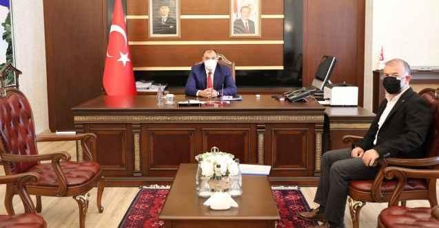 """Vali Kaldırım, 2 hastane için Müteahhitle görüştü: """"Önünüzde hiç bir engel yok zamanında bitsin!"""""""