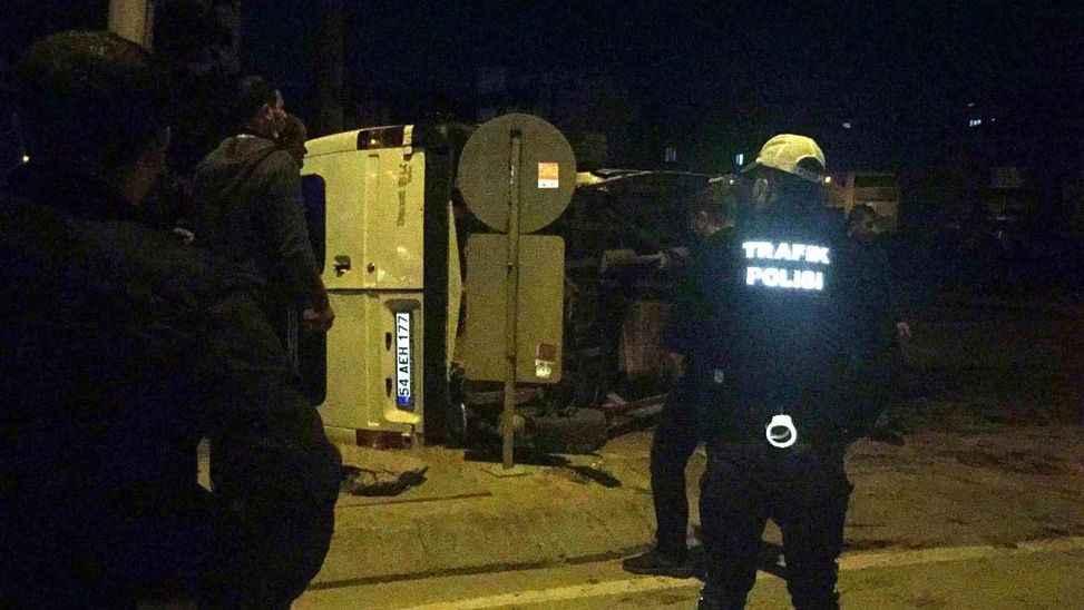 54 plakalı minibüs Gebze'de kazaya karıştı: 6 yaralı