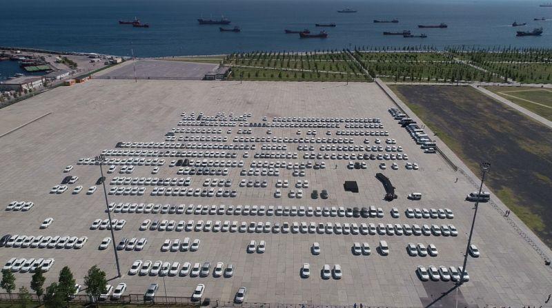 Yenikapı'da İhtiyaç fazlası olduğu iddiasıyla sergilenen araçlar