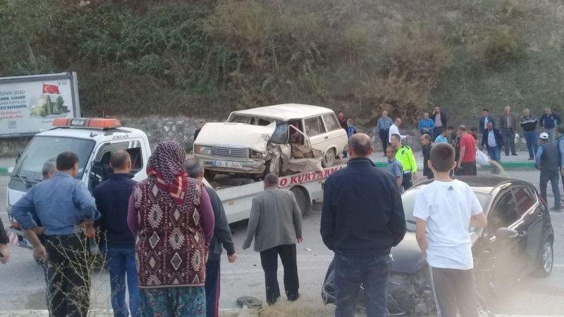 Bursa'da iki otomobil çarpıştı: 1 ölü, 5 yaralı