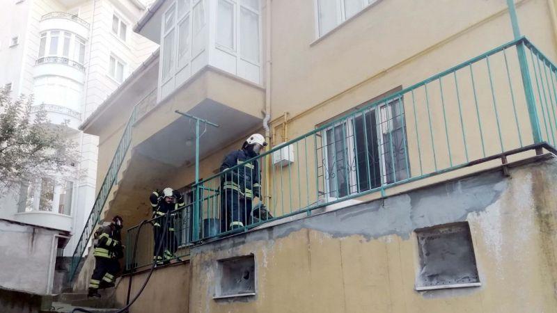Kocaeli'de yangında evde mahsur kalan 3 çocuk kurtarıldı
