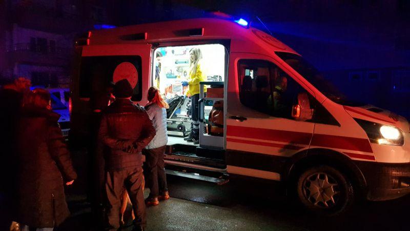 Kocaeli'de 3 katlı binada çıkan yangında 2 kişi yaralandı
