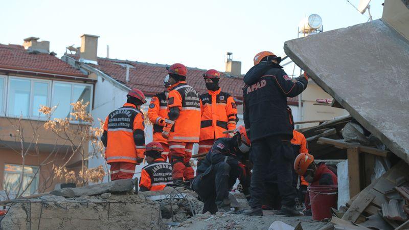Kocaeli'den Deprem Bölgesine AFAD ve UMKE Ekibi Gönderildi