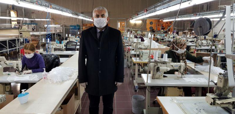Kocaeli Büyükşehir Belediyesi günlük 17 bin maske ile 200 tulum üretiyor