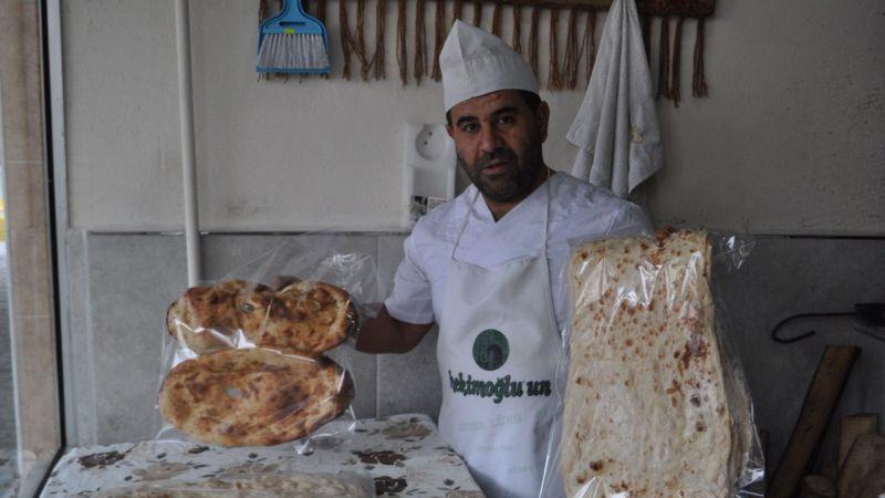 Tandır ekmeğinin lezzetini Van'dan Kocaeli'ye taşıdı